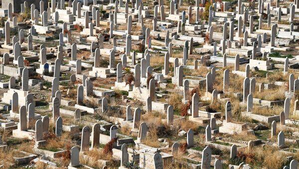 Городское кладбище в пригороде Дамаска - Sputnik Таджикистан