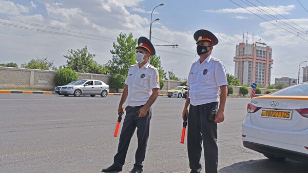 Сотрудники милиции на посту в Душанбе - Sputnik Тоҷикистон
