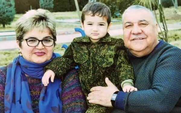 Рамазан Рамазанов с семьей - Sputnik Таджикистан