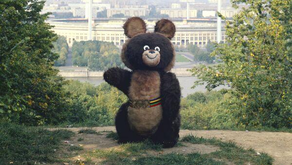 Мишка - талисман Олимпийских игр 1980 года. - Sputnik Таджикистан