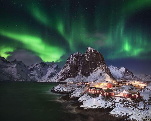 Снимок Hamnøy Lights немецкого фотографа Andreas Ettl из категории Aurorae, попавший в шортлист конкурса Insight Investment Astronomy Photographer of the Year 2020  - Sputnik Таджикистан