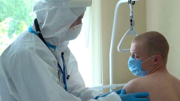 Испытание вакцины от коронавируса в военном госпитале имени Бурденко в Москве - Sputnik Тоҷикистон