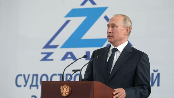 Президент РФ Владимир Путин на церемонии закладки боевых кораблей для Военно-морского флота РФ  - Sputnik Тоҷикистон