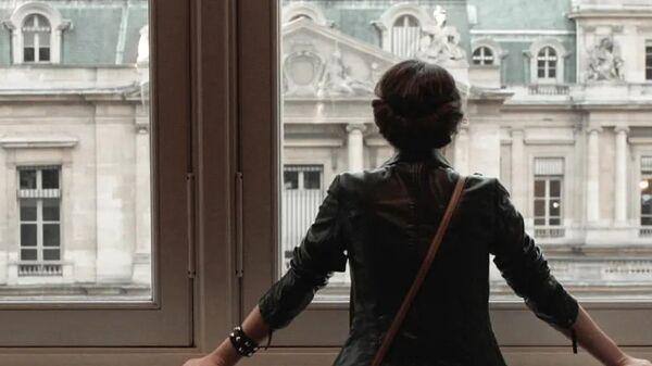 Девушка у окна, архивное фото - Sputnik Тоҷикистон