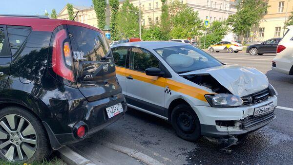 Автомобили после столкновения, архивное фото - Sputnik Тоҷикистон