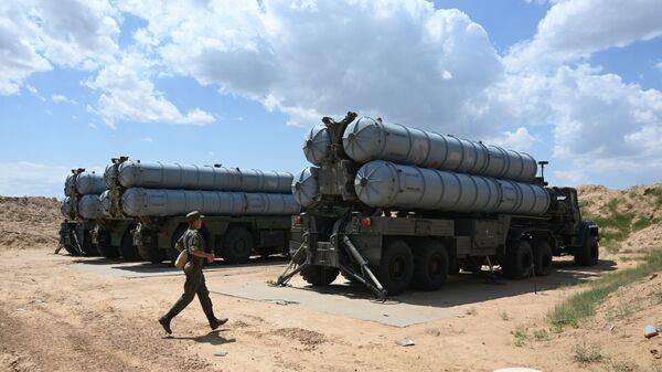 Командно-штабные учения, расчеты ЗРК С-300  - Sputnik Таджикистан