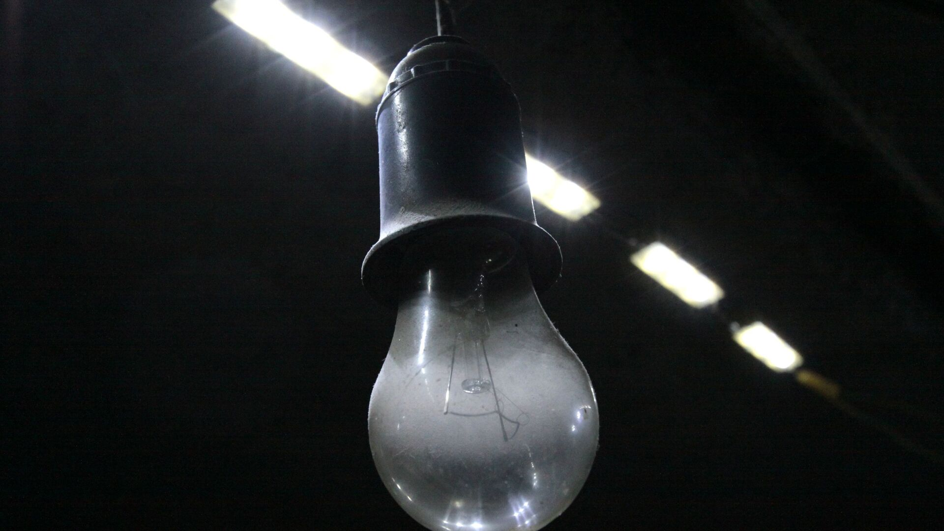 Лампочка в подвале, архивное фото - Sputnik Тоҷикистон, 1920, 13.10.2021