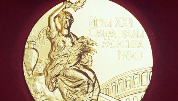 Лицевая сторона золотой медали XXII Олимпийских игр 1980 года - Sputnik Таджикистан