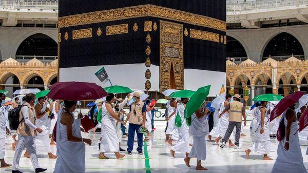 Мусульманские паломники окружают Каабу - Sputnik Таджикистан