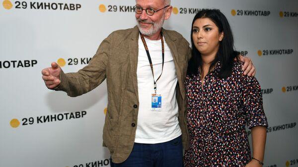 Режиссер, актёр, продюсер и сценарист Александр Гордон, его супруга Нозанин Абдулвасиева - Sputnik Тоҷикистон