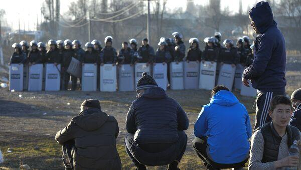 Спецназ блокирует дорогу на границе Казахстана - Sputnik Тоҷикистон