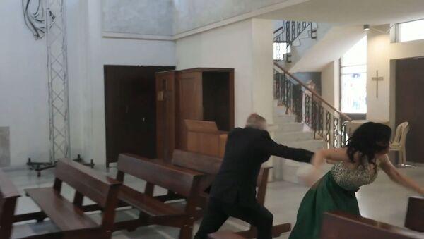 Прерванная свадьба: взрыв в Бейруте остановил церемонию бракосочетания - Sputnik Тоҷикистон