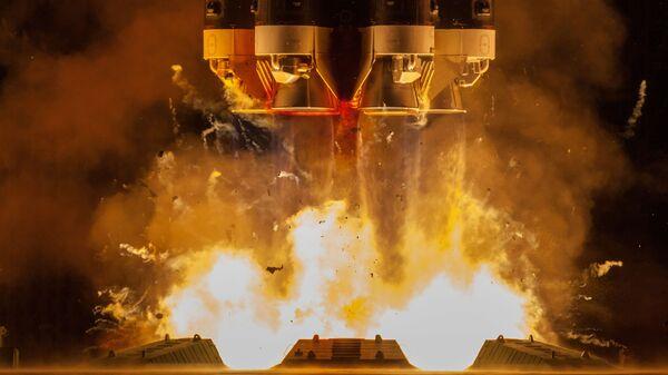 Запуск ракеты-носителя Протон-М с разгонным блоком Бриз-М с телекоммуникационными спутниками Экспресс-80 и Экспресс-103 с космодрома Байконур - Sputnik Таджикистан