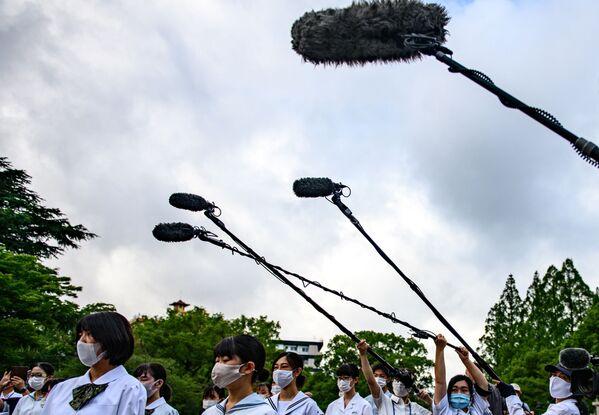 Школьники во время памятных мероприятий в Нагасаки - Sputnik Таджикистан