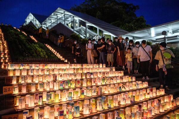 Фонари с посланиями во время памятных мероприятий в Нагасаки - Sputnik Таджикистан