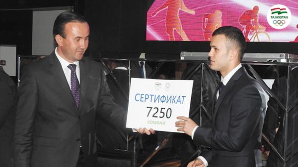 Премия таджикскому боксеру Баходуру Усмонову  - Sputnik Таджикистан