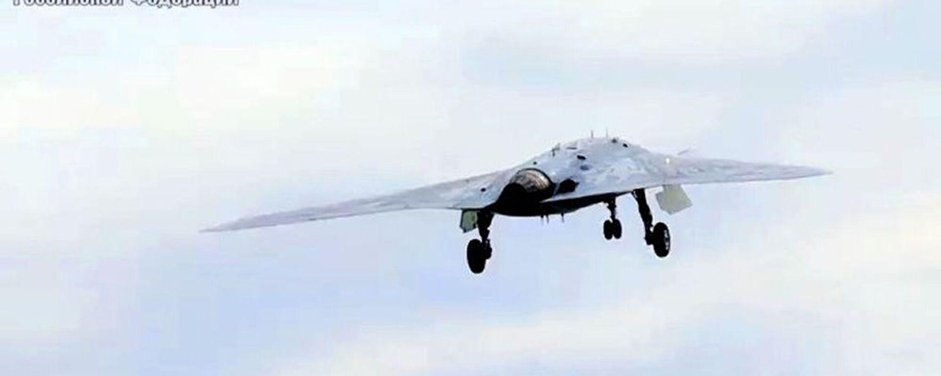 Новейший ударный беспилотник Охотник совершил первый совместный полет с Су-57 - Sputnik Тоҷикистон, 1920, 16.08.2020