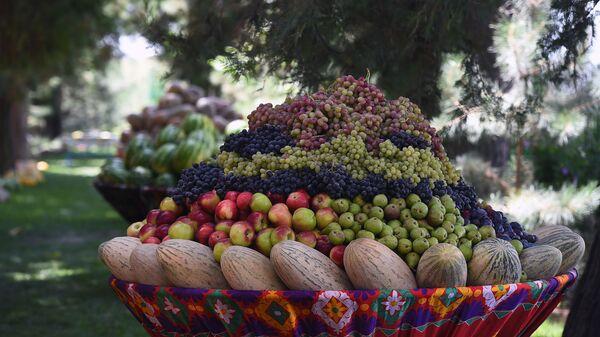 Урожай фруктов в Таджикистане  - Sputnik Таджикистан