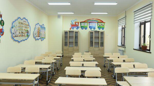 Школьный класс новой средней школы № 102 в Шохмансурском районе - Sputnik Таджикистан