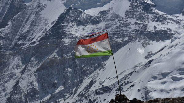 Флаг Таджикистана в горах - Sputnik Таджикистан
