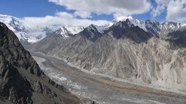Ледник в горах Таджикистана - Sputnik Таджикистан