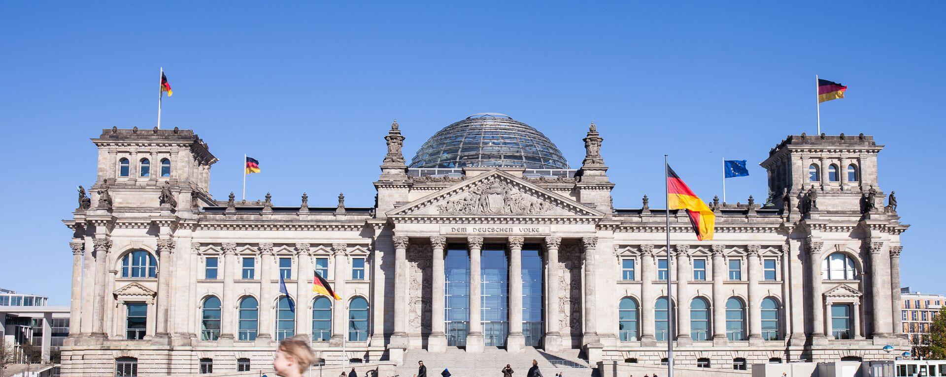 Историческое здание Рейхстага в центре Берлина - Sputnik Таджикистан, 1920, 13.04.2021
