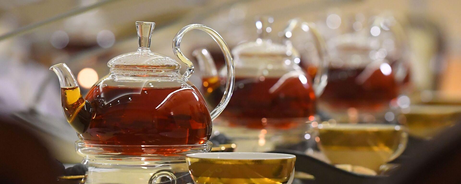 Чайник с чаем. - Sputnik Таджикистан, 1920, 27.08.2020