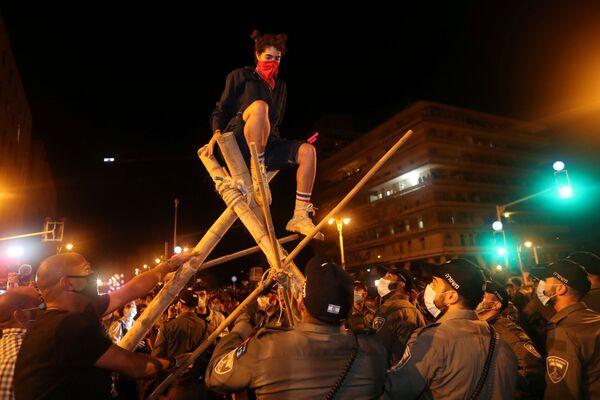 Участники протестов недалеко от резиденции президента в Иерусалиме - Sputnik Таджикистан