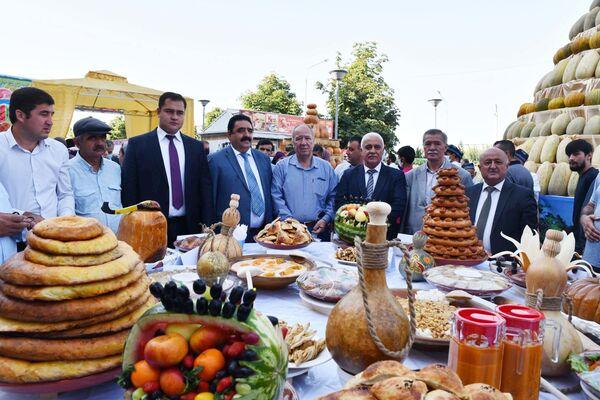 Фестиваль тыквы, дыни и арбуза в Душанбе - Sputnik Таджикистан