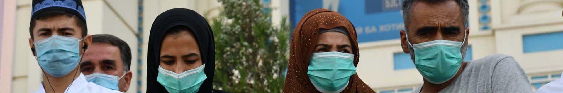 Люди в защитных масках в Душанбе, архивное фото - Sputnik Тоҷикистон, 1920, 07.07.2021