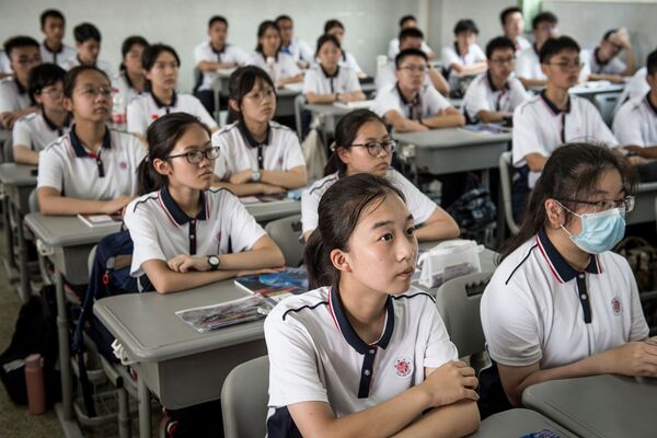 Урок в средней школе Уханя, Китай - Sputnik Таджикистан