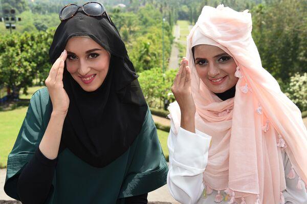 Финалистки конкурса красоты World Muslimah Awards в в Индонезии  - Sputnik Таджикистан