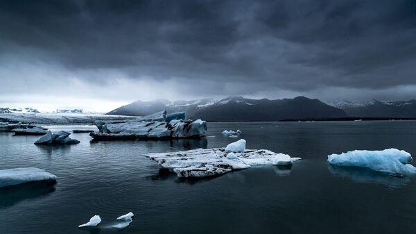 Тающий ледник, архивное фото - Sputnik Таджикистан