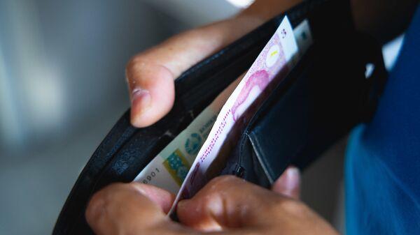 Кошелек с деньгами, архивное фото - Sputnik Таджикистан