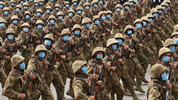 Военнослужащие во время парада в Таджикистане  - Sputnik Таджикистан
