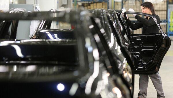 Работа автомобильного завода Nissan в Санкт-Петербурге - Sputnik Таджикистан