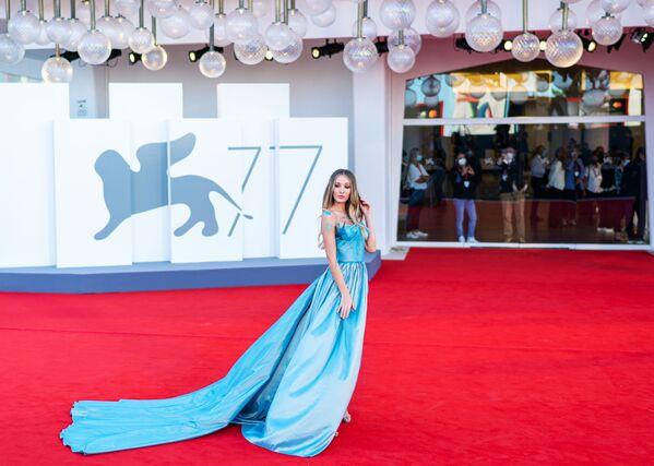 Итальянская модель, актриса Эрика Аурора на красной дорожке 77-го Венецианского кинофестиваля - Sputnik Таджикистан