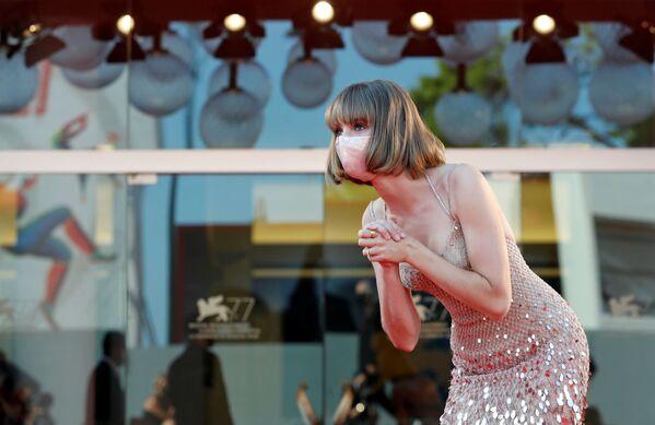 Актриса Майя Хоук на Венецианском кинофестивале - Sputnik Таджикистан