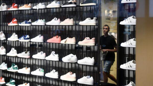 Магазин спортивной одежды и обуви Adidas  - Sputnik Тоҷикистон
