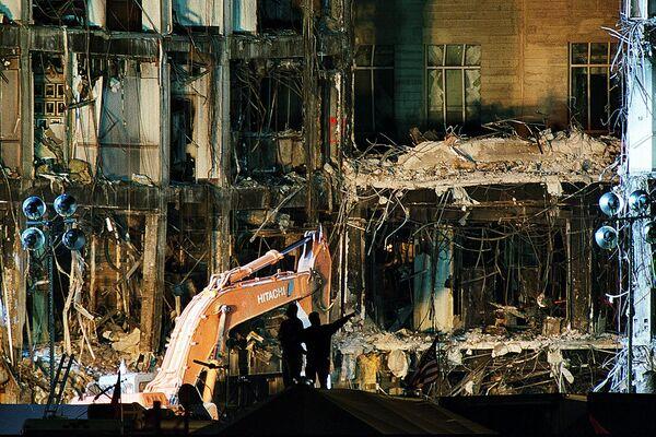 Очистка Пентагона от разрушений после атаки 11 сентября в Вашингтоне  - Sputnik Таджикистан