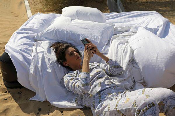 Модель из Израиля во время фотосессии для модного бренда FIX's Princess Collection в Дубае  - Sputnik Таджикистан