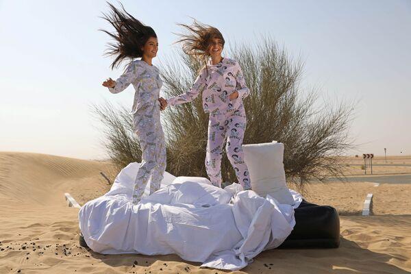 Модели из Израиля и ОАЭ  во время фотосессии для модного бренда FIX's Princess Collection в Дубае  - Sputnik Таджикистан