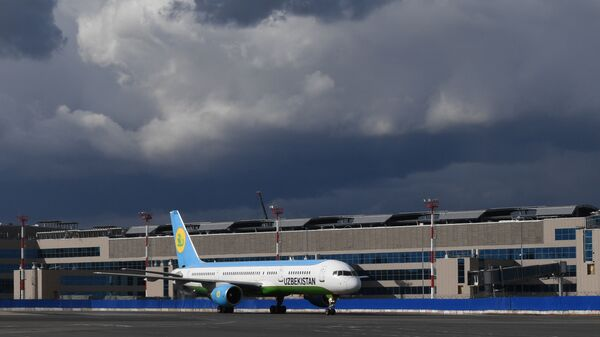 Самолет авиакомпании Uzbekistan Airways  - Sputnik Таджикистан