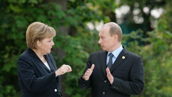 Федеральный канцлер Германии Ангела Меркель и президент России Владимир Путин, архивное фото - Sputnik Таджикистан
