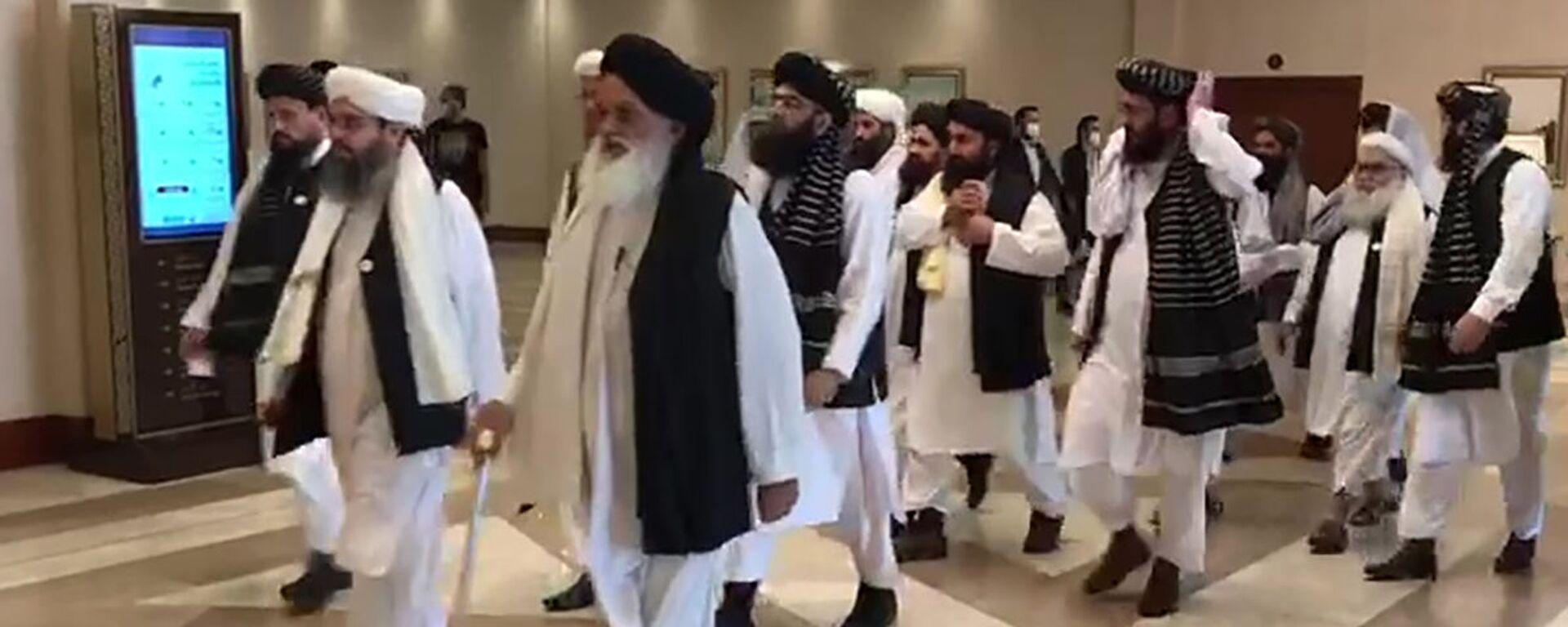 Делегация движения Талибан (запрещено в РФ), прибывшая в Катар на переговоры с правительством Афганистана - Sputnik Таджикистан, 1920, 08.07.2021