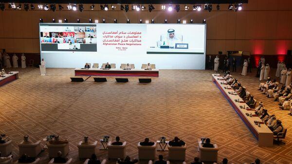 Участники из США, Катара и Афганистана во время переговоров между правительством Афганистана и движением Талибан (запрещено в РФ) в Катаре  - Sputnik Тоҷикистон
