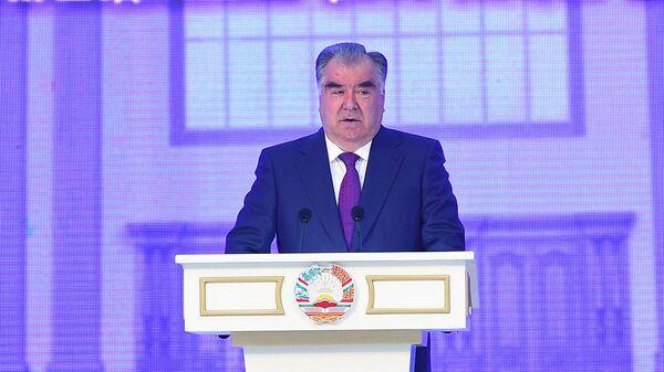 Президент Таджикистана Эмомали Рахмон во Дворце культуры  - Sputnik Тоҷикистон
