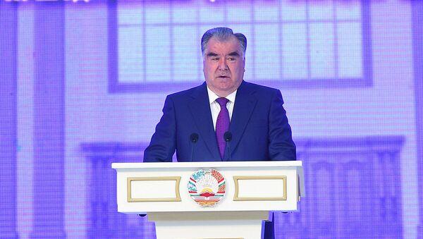 Президент Таджикистана Эмомали Рахмон во Дворце культуры  - Sputnik Таджикистан