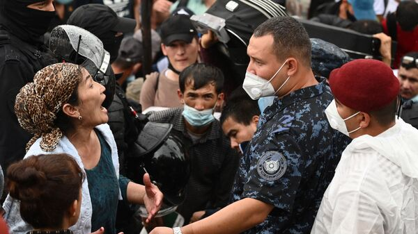 Граждане Узбекистана на станции Первомайская - Sputnik Таджикистан