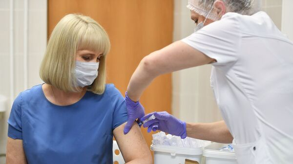Вакцинация добровольцев против COVID-19 в Москве - Sputnik Таджикистан